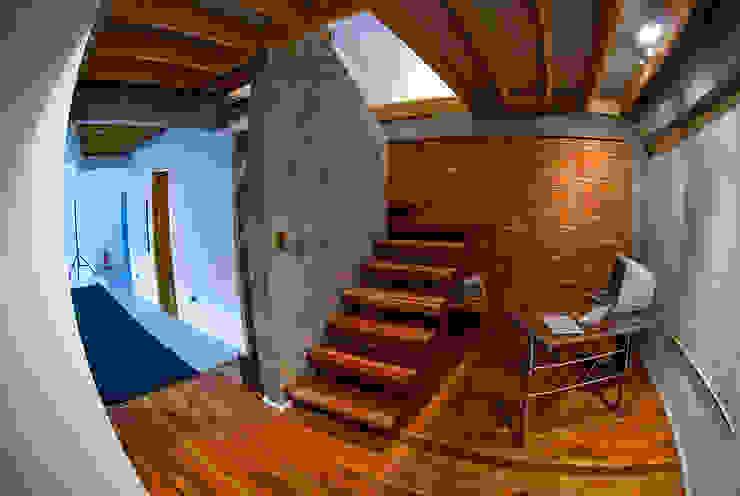 Acceso Oficinas y bibliotecas de estilo ecléctico de homify Ecléctico Madera Acabado en madera