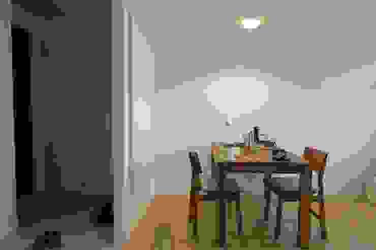 一個人吃飯也可以很多人一起吃飯 Eclectic style dining room by 鄒迷藏設計|人衣人兒工作室 Eclectic