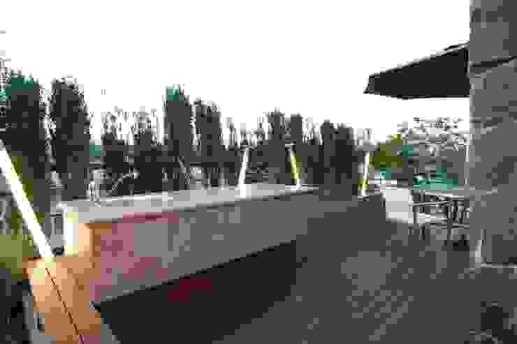 屋上 Sデザイン設計一級建築士事務所 オリジナルデザインの テラス タイル ブラウン