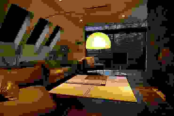 リビング Sデザイン設計一級建築士事務所 オリジナルデザインの リビング 木 木目調