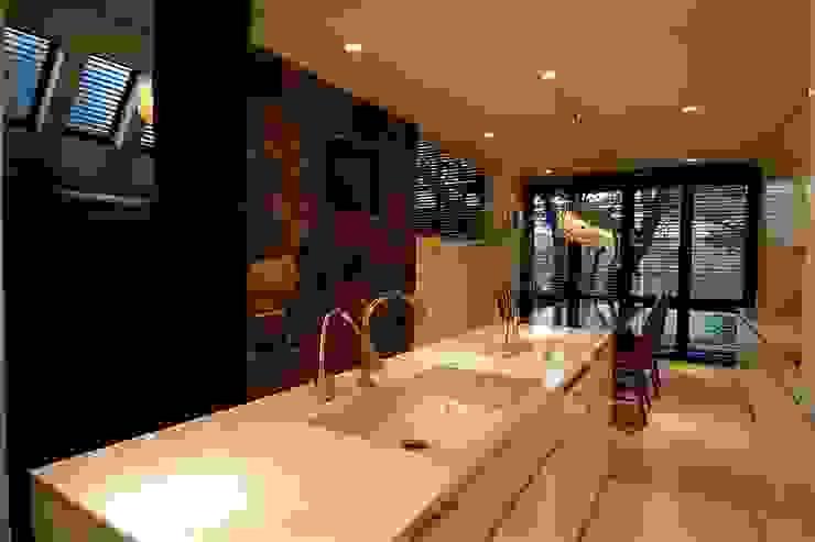 キッチン Sデザイン設計一級建築士事務所 オリジナルデザインの キッチン 大理石 白色