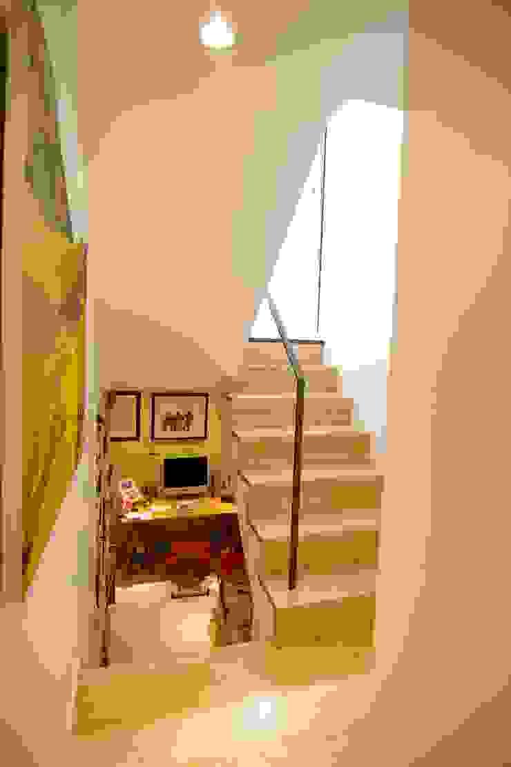 書斎 Sデザイン設計一級建築士事務所 オリジナルデザインの 書斎 無垢材 ベージュ