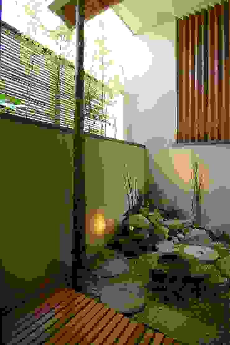 屋上庭園のある都会のオアシス・世田谷 Sデザイン設計一級建築士事務所 オリジナルな 庭 石 緑