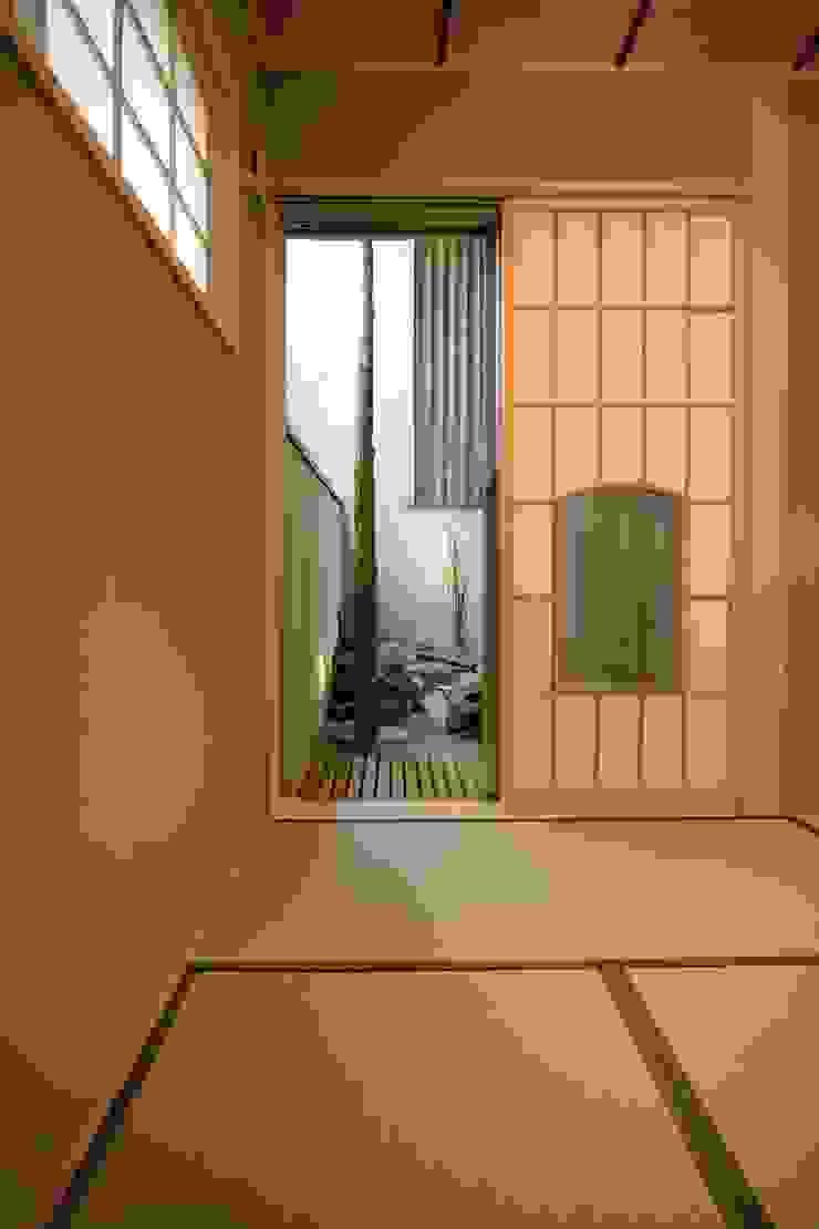 屋上庭園のある都会のオアシス・世田谷 Sデザイン設計一級建築士事務所 オリジナルデザインの 多目的室 ベージュ