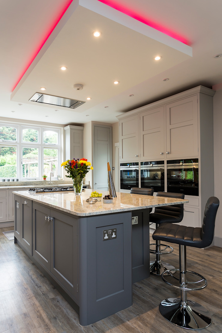 John Ladbury kitchen in Hertfordshire par John Ladbury and Company