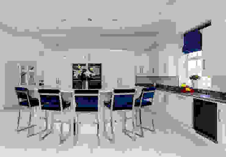 Contemporary kitchen in Hertfordshire by John Ladbury and Company par John Ladbury and Company Moderne Bois Effet bois