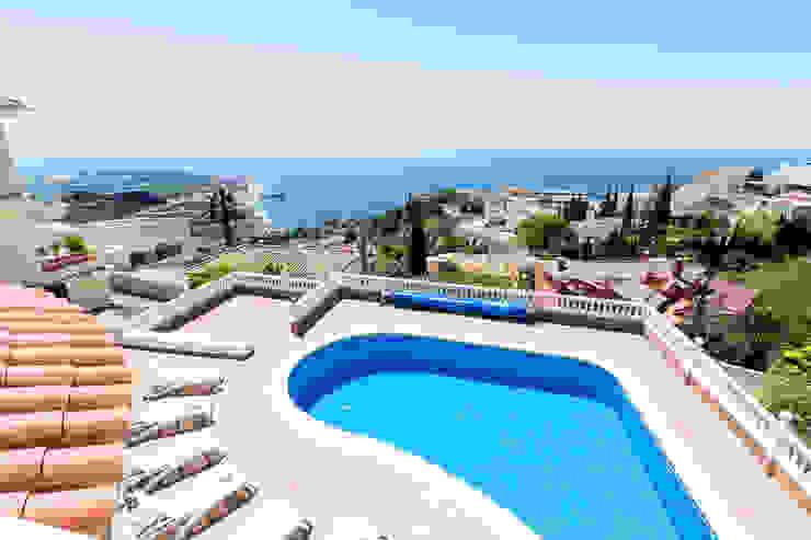 Home Staging y fotografía en apartamento en Villa Amani Home & Haus | Home Staging & Fotografía Piscinas de estilo mediterráneo