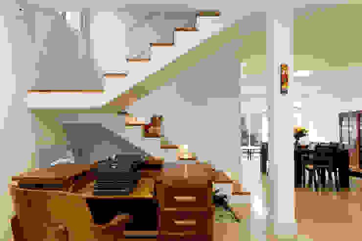 Stairs by Otoni Arquitetura, Modern