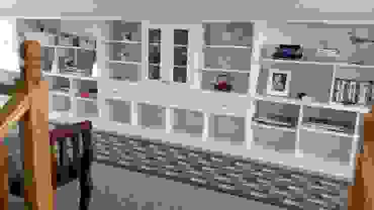 Biblioteca blanca de Quo Design - Diseño de muebles a medida - Puerto Montt Moderno