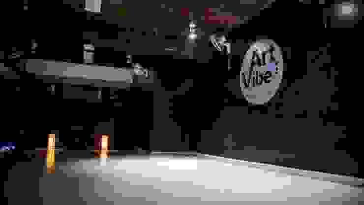 Vibe Art:  Floors by M.U Interiors,Asian