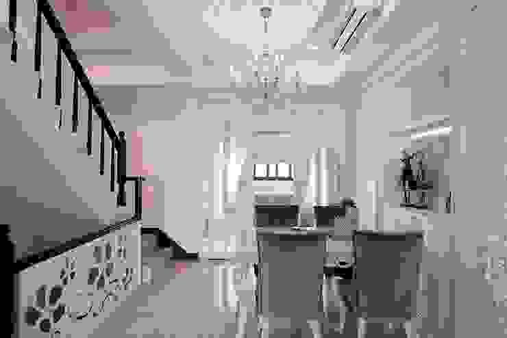 叢花擁抱 每一處都是細節的表現:  餐廳 by 趙玲室內設計