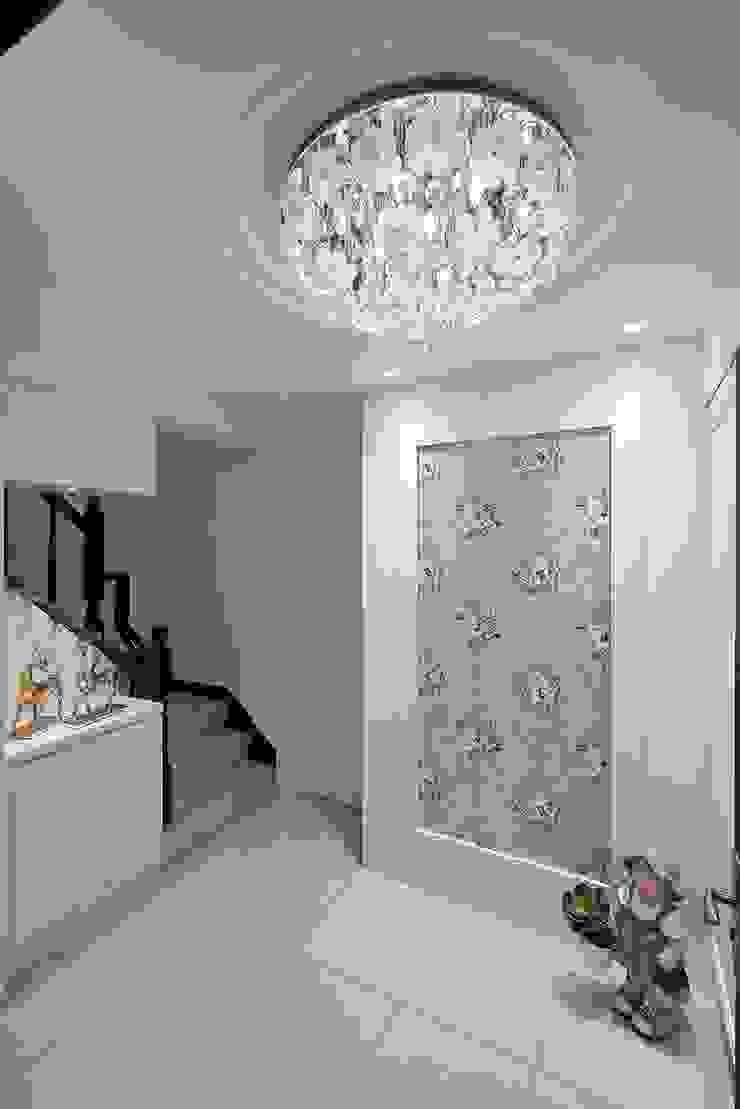 綠意、回家、最幸福的轉角 經典風格的走廊,走廊和樓梯 根據 趙玲室內設計 古典風