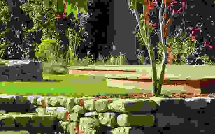 Curvy garden deck MyLandscapes Garden Design Taman Modern