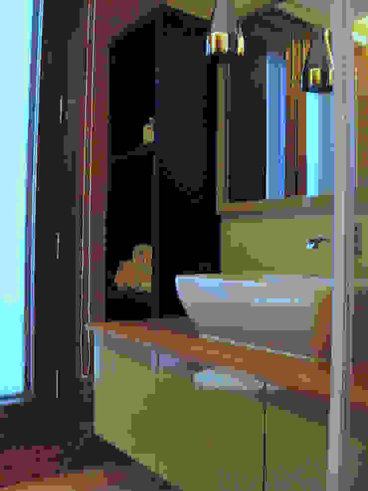 Eclectic style bathroom by GC Design Studio Eclectic