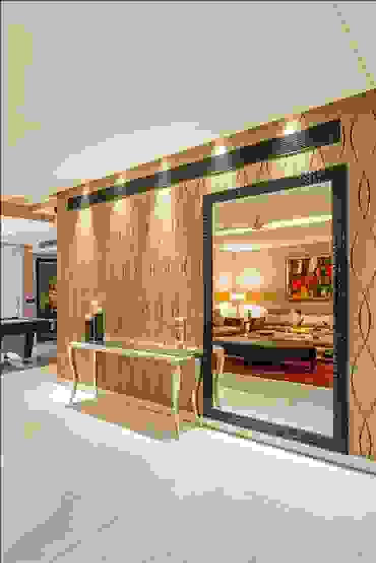 Eclectic style corridor, hallway & stairs by GC Design Studio Eclectic