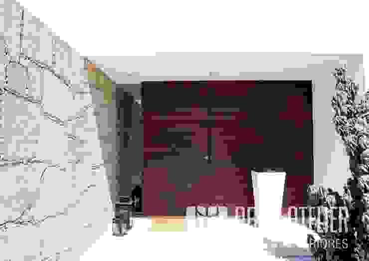 Hall de entrada   Exterior por OBRA ATELIER - Arquitetura & Interiores Moderno Madeira Acabamento em madeira