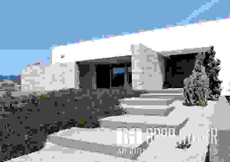 Entrada Principal por OBRA ATELIER - Arquitetura & Interiores Moderno