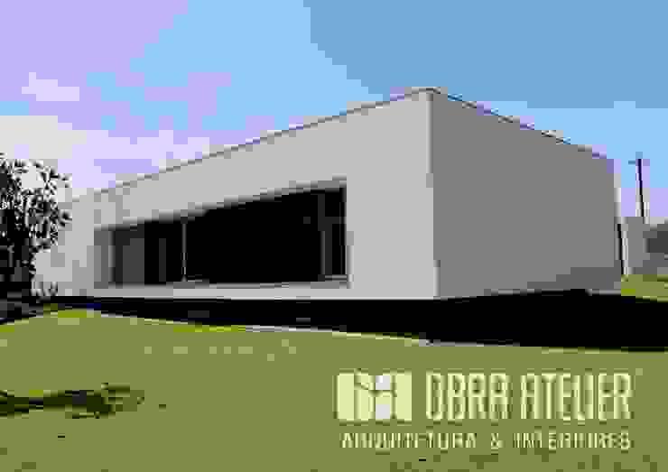Lado   Exterior Trazeiro por OBRA ATELIER - Arquitetura & Interiores Moderno