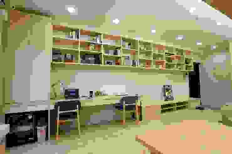 廚房、餐廳、書房、客廳都湊在一塊的熱鬧生活 青築制作 書房/辦公室