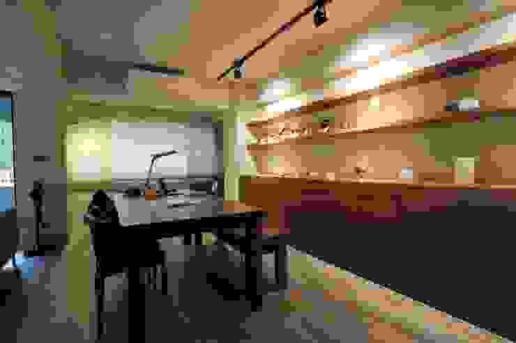 不拖泥帶水的寧靜感住所 青築制作 書房/辦公室