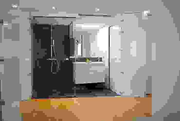 REFORMA INTEGRAL LOFT53 Baños de estilo minimalista de Loft 26 Minimalista Pizarra