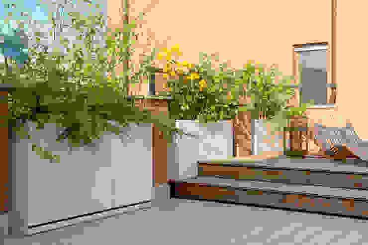 marta carraro Balcones y terrazas de estilo moderno Blanco
