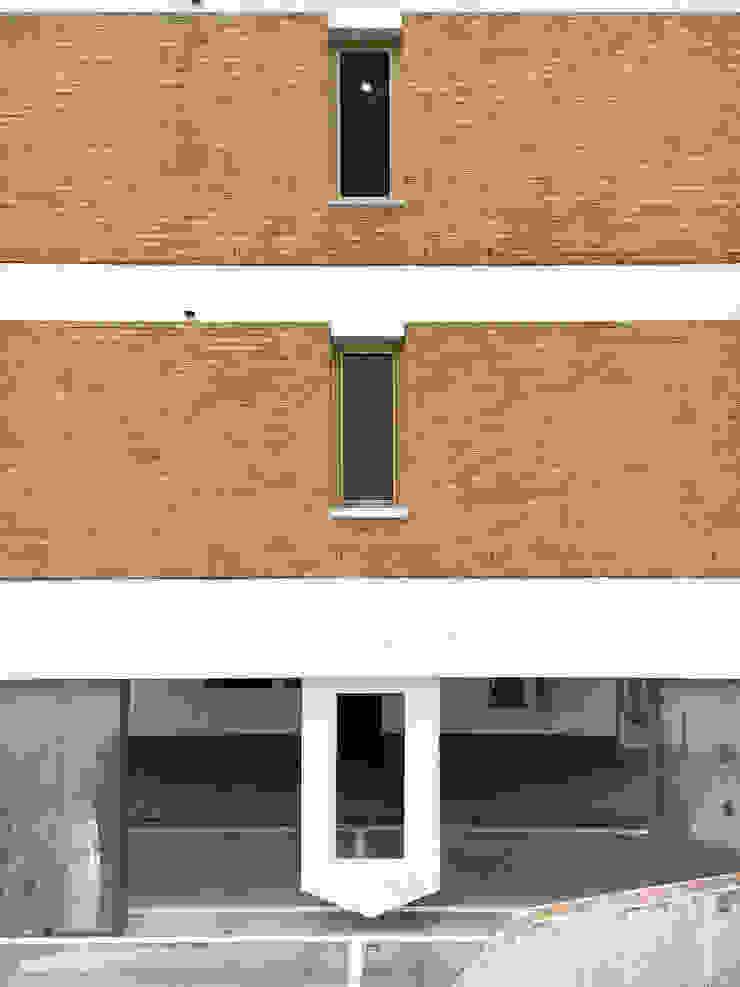 측면의 표정 by 에이오에이 아키텍츠 건축사사무소 (aoa architects) 모던 벽돌