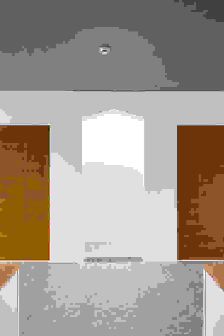2-4층 거실 모던스타일 거실 by 에이오에이 아키텍츠 건축사사무소 (aoa architects) 모던 벽돌