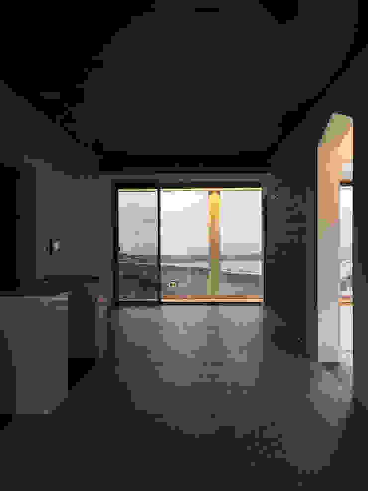 거실에서 바다와의 만남 모던스타일 거실 by 에이오에이 아키텍츠 건축사사무소 (aoa architects) 모던 알루미늄 / 아연