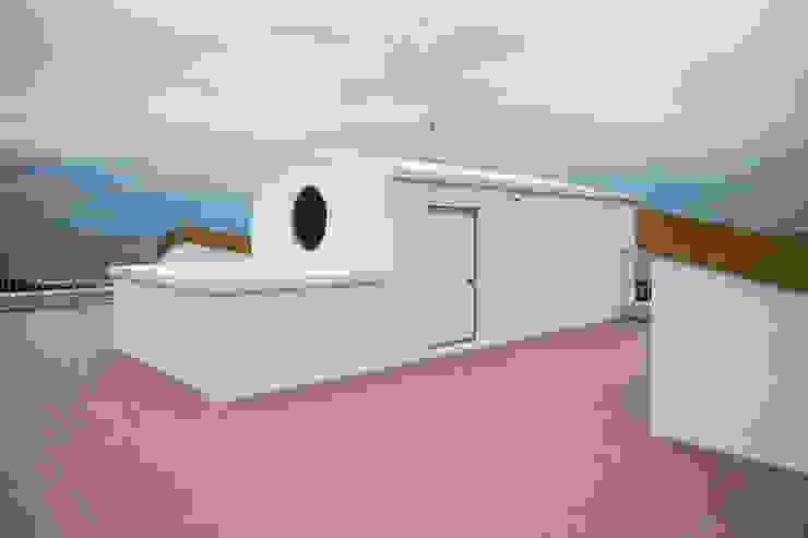 지붕의 선박형태의 옥탑 by 에이오에이 아키텍츠 건축사사무소 (aoa architects) 모던 타일