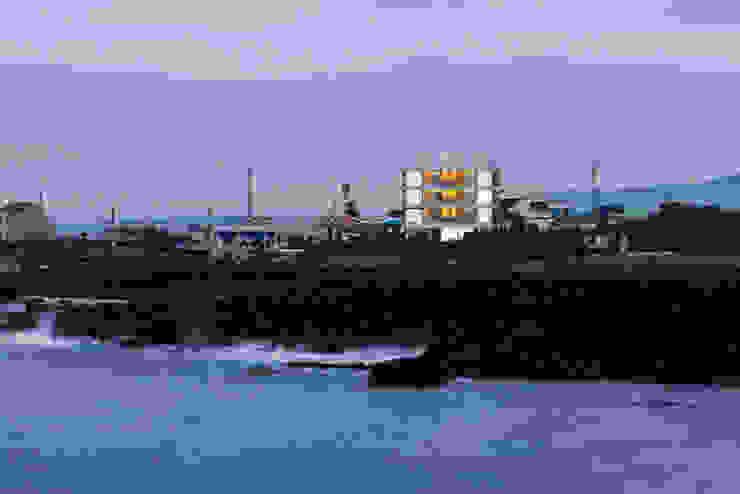 저녁 바닷가 by 에이오에이 아키텍츠 건축사사무소 (aoa architects) 모던 알루미늄 / 아연