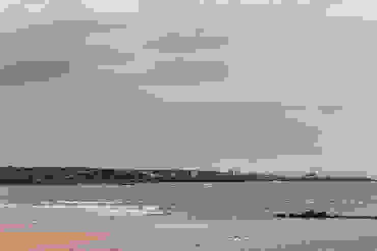 바닷가 풍경 by 에이오에이 아키텍츠 건축사사무소 (aoa architects) 모던 벽돌