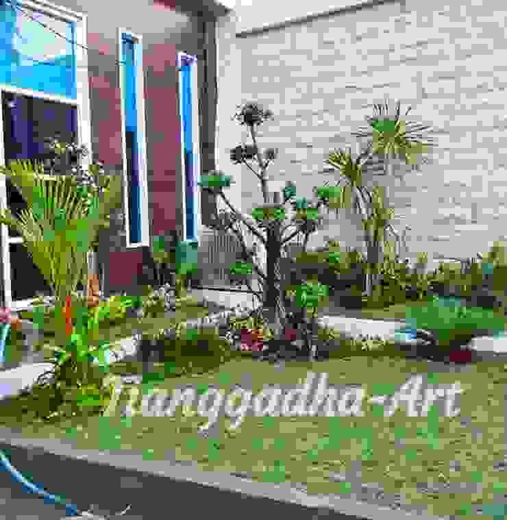 Taman Depan Minimalis Oleh Tukang Taman Surabaya - Tianggadha-art Minimalis Batu Pasir