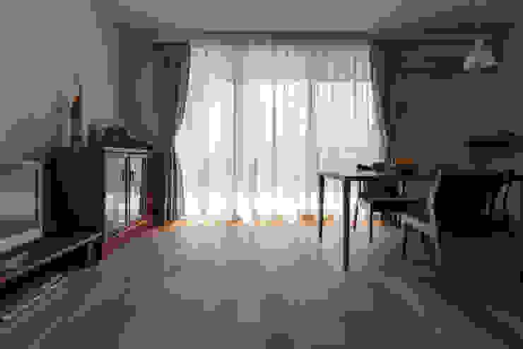 Modern living room by 中山建築設計事務所 Modern Wood Wood effect