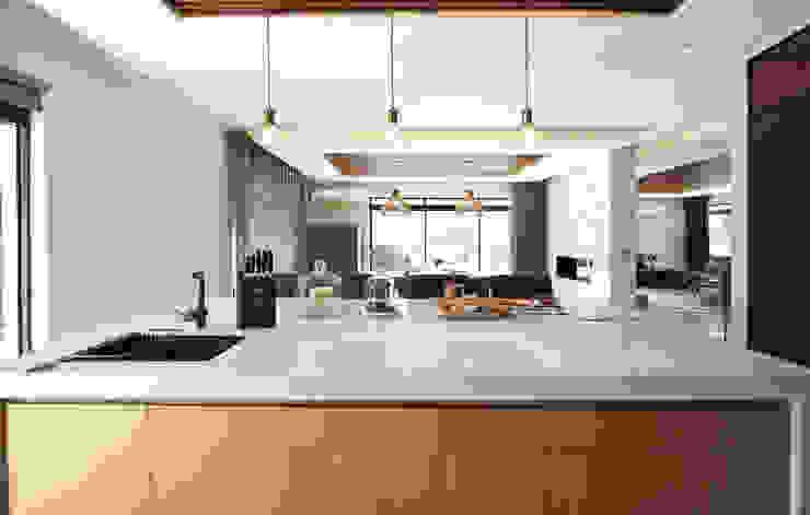 Kitchen JSD Interiors Built-in kitchens Wood Black
