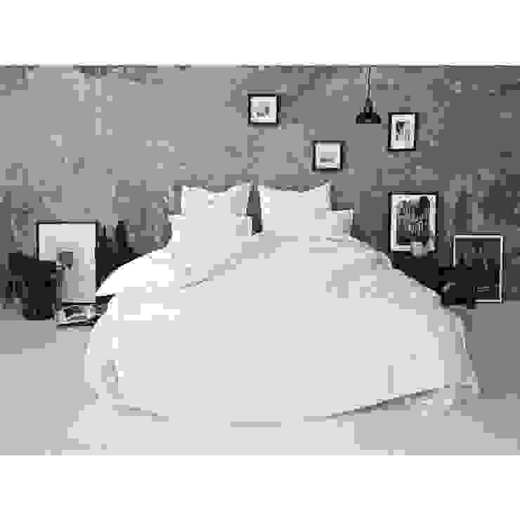 Sateen Duvet Set - White: scandinavian  by Bedroommood, Scandinavian Cotton Red