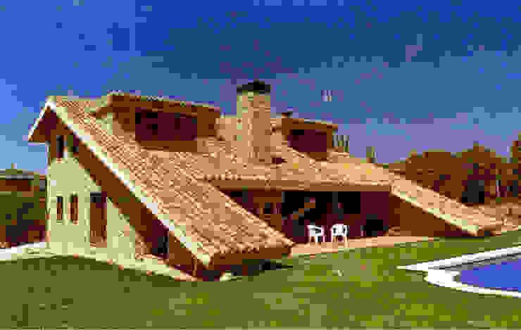 Casa de campo de piedra y teja Manuel Monroy Pagnon, arquitecto Casas rurales Piedra Beige