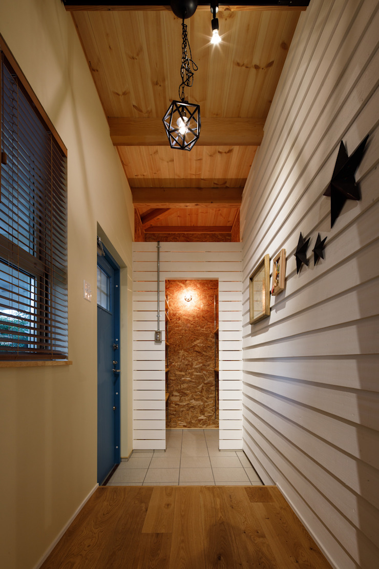 Eclectic style corridor, hallway & stairs by dwarf Eclectic
