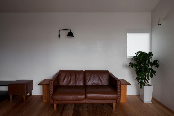 Modern living room by 中山建築設計事務所 Modern Solid Wood Multicolored