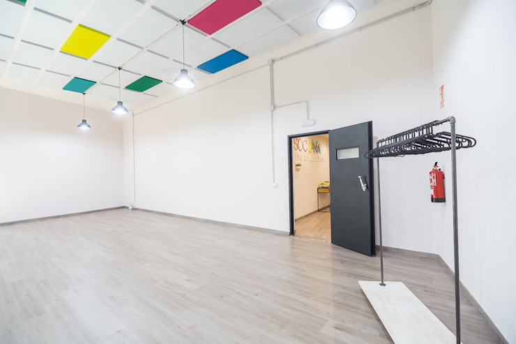 Soc Dansa Escuelas de estilo moderno de Estudi Aura, decoradores y diseñadores de interiores en Barcelona Moderno