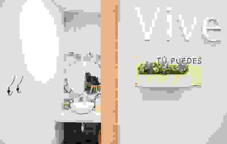 bởi Estudi Aura, decoradores y diseñadores de interiores en Barcelona Hiện đại