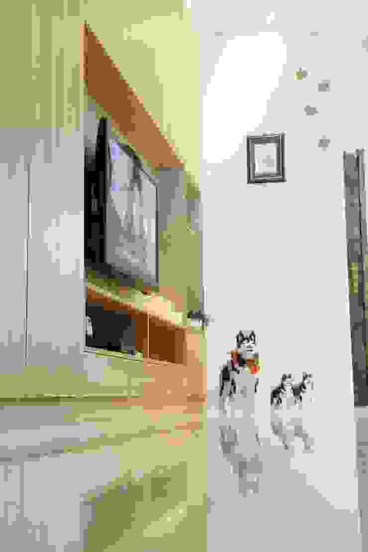 Гостиная в скандинавском стиле от 酒窩設計 Dimple Interior Design Скандинавский ДПК