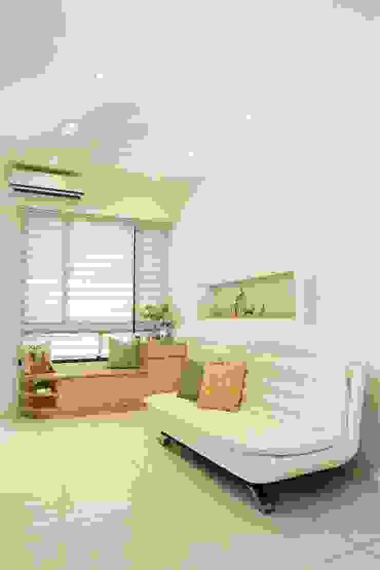 Scandinavian style living room by 酒窩設計 Dimple Interior Design Scandinavian Wood-Plastic Composite