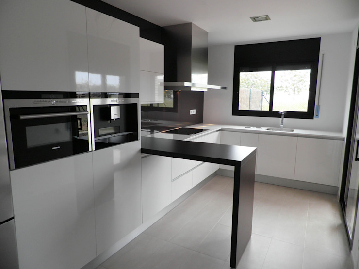 Visaespais, reformas y rehabilitaciones en Tarragona Built-in kitchens Granite Black