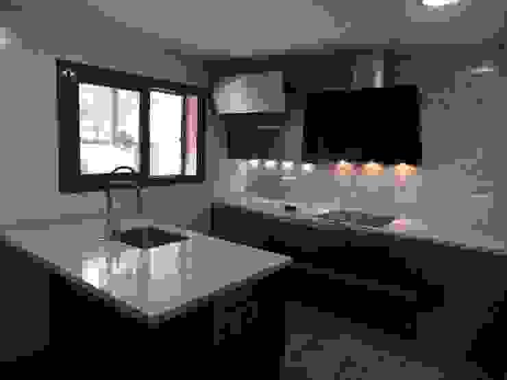 Visaespais, reformas y rehabilitaciones en Tarragona Built-in kitchens Marble Grey