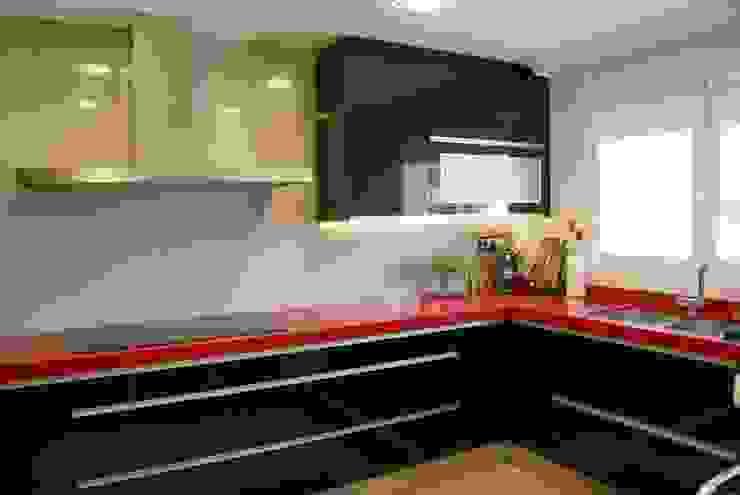 Visaespais, reformas y rehabilitaciones en Tarragona Built-in kitchens Red