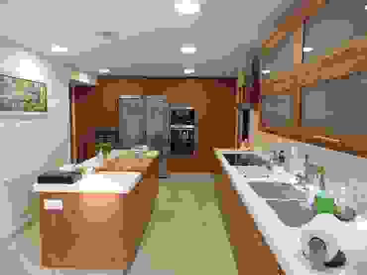 Visaespais, reformas y rehabilitaciones en Tarragona Kitchen Marble Wood effect