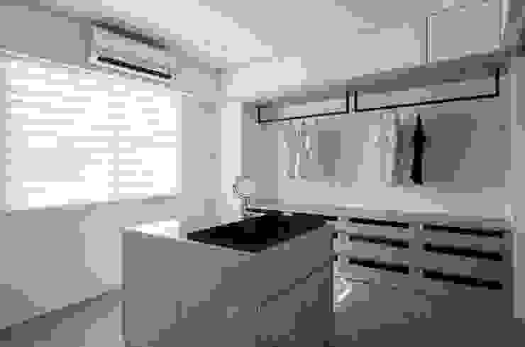 多元收納的更衣室 根據 湘頡設計 簡約風