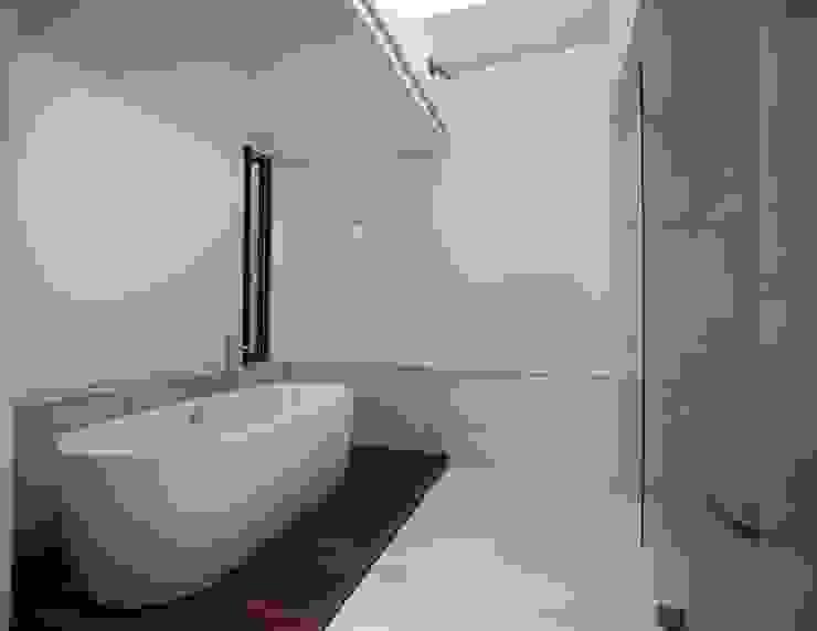 Modern style bathrooms by Global Woods Modern Wood Wood effect