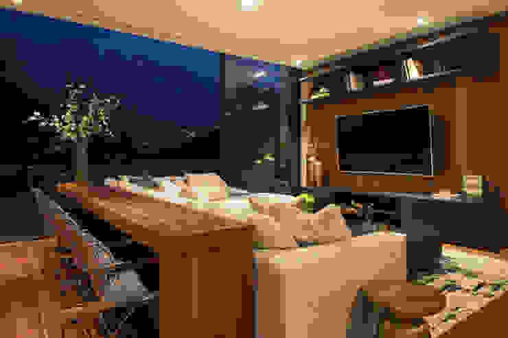 Casa ER GLR Arquitectos Salas multimedia modernas Madera Acabado en madera